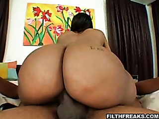 nude ebony plumper with