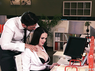 big-tit secretaria guarra rides