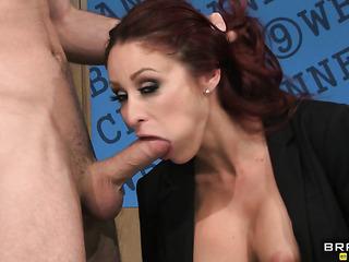 redhead presenter with big