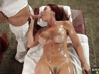 aceitosa pelirroja milf giving