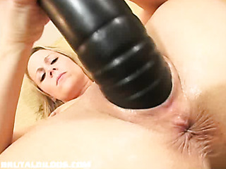 sunny stuffs her pussy