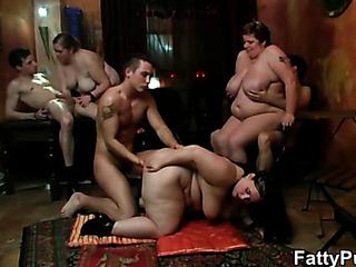 fat chicks the bar