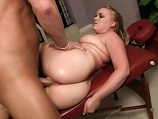 big booty slut gets